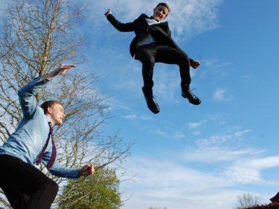 Höher springen mit dem Grundsprung beim Trampolin: So funktioniert der Strecksprung richtig